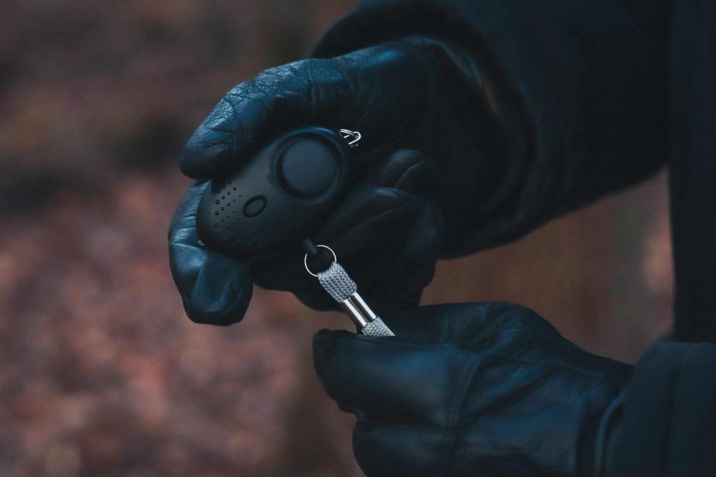 Taschenalarm auslösen Legale Waffen zur Selbstverteidigung